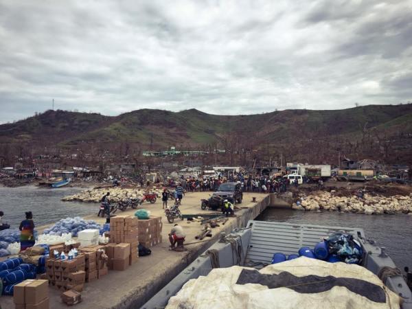 haiti-barge